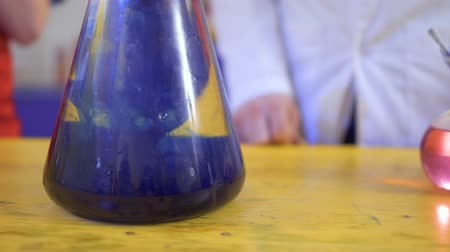 drip bulb : Flask with acid and blue reagent Stock Footage