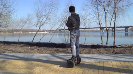 gyroscope : Child enjoys river view and drives on gyroscope