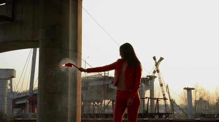 incompleto : Elegant woman in red costume holds burning smoke flare