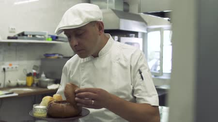 microonda : Chef smells prepared dish at the kitchen Stock Footage