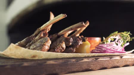 costelas : Delicious roasted ribs with decoration laying on the food stand Stock Footage