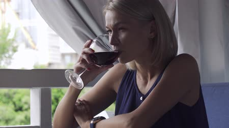 solitário : Young beautiful woman drink wine in restaurant