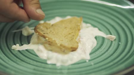 apetite : Cook put toast at white sauce at plate