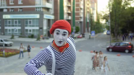 gesticulation : Mime in red beret point his finger on camera