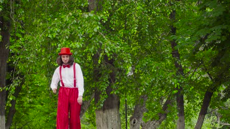 calças : Mime is crooked in the park