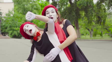invisible : Mimes girls imitate motorcycle riding