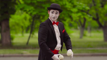 greasepaint : Mime do performance in the park
