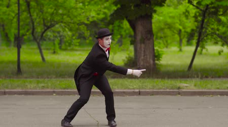 greasepaint : Mime trains invisible dog in the park