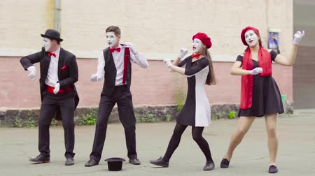 invisible : Four mimes play on invisible musical instrument