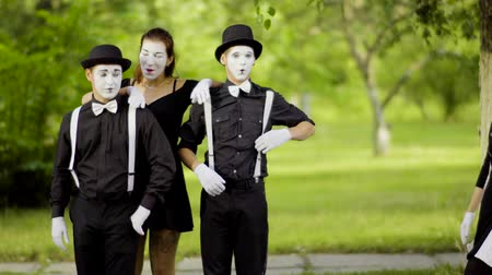 greasepaint : Girls mimes join boys mimes at the park