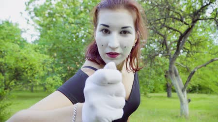 komický : Three funny mimes imitate to turn camera