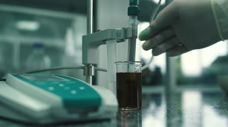 gyógyszerész : Process of chemical treatment of the drug in the laboratory