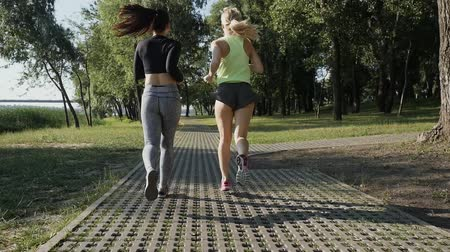 legginsy : Two beautiful girls on a run