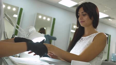 magnífico : Charming girl in a manicure salon