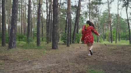 sıkmak : Woman in red dress with a bow running away Stok Video