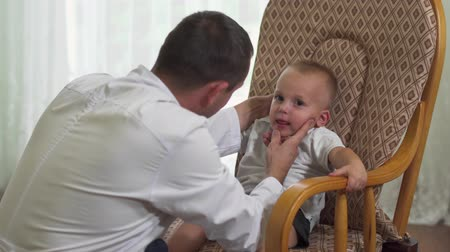 предродовой : Little boy at the reception at the doctor