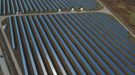 energia alternativa : Panoramic view of a solar power plant. Shot on drone