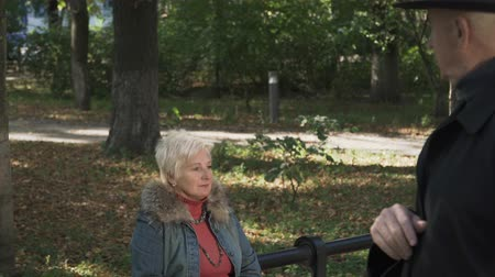 zmarszczki : Old lady is angry with her husband at the park