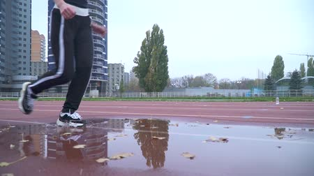 sıkı : Human legs in sport shoes and pants running through a puddle outdoors Human legs jogging Healthy lifestyle