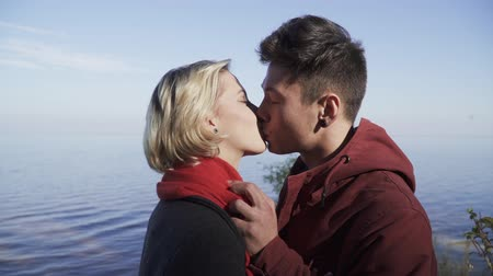 připevnění : Portrait of kissing multi ethnic couple outdoors. Guy and girl on a date outdoors. Beautiful interracial couple in casual wear is relaxing in nature and spending time together. Tender relationship of a young couple. Dostupné videozáznamy
