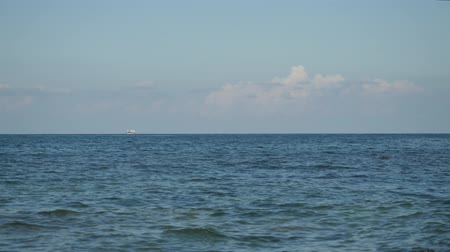 skalní útes : Timelapse of picturesque view of horizon over blue crystal clear water with handsome white sailing ship.
