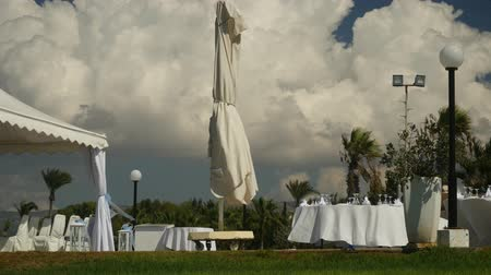 obrus : Cloudy windy landscape view with open-air preparing buffet in white colours on peaceful innocent nature