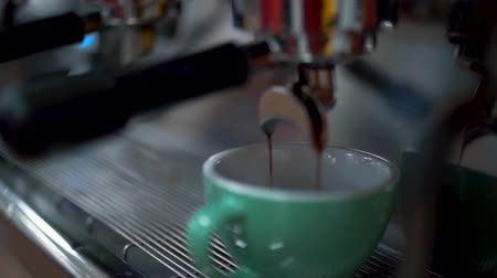 adaptador : Coffee poured into a white cup. Making coffee by coffee machine. Close up.