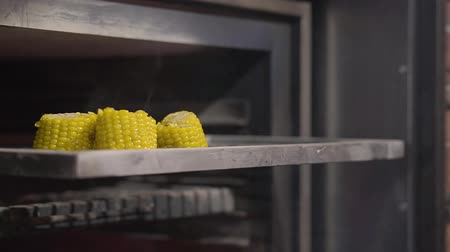 geschafft : Close-up of sliced corn lying on the grill ready to cook. Slow motion. Preparing food in a modern restaurant. Videos