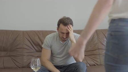 zdrada : Unrecognized angry woman shouting at his husband at home. Problems in the relationship between man and woman. Betrayal, mistrust, breakup concept. Misunderstanding in family. Wideo