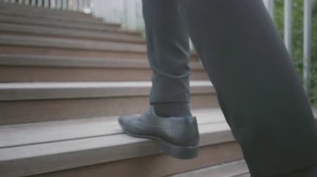 move well : Legs of a stylish well-dressed businessman in expensive suit and shoes walking upstairs. Office lifestyle, business concept. The man in the suit walking outdoors. Climbing stairs. Slow motion Stock Footage
