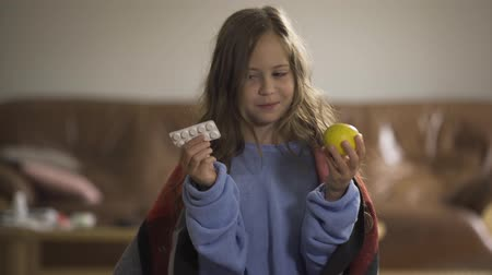 捨てる : Close-up face of sick caucasian girl throwing away pills and choosing lemon. Choosing between traditional and alternative medicine. Concept of health, illness, sickness, cold, treatment