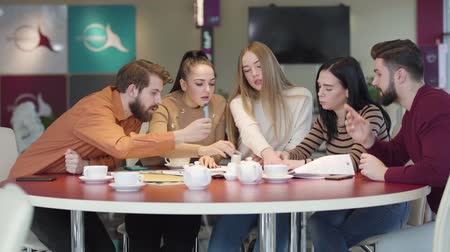 chlapík : Portrait of five young Caucasian university students studying together in cafe. Male and female friends working on student project in restaurant. Intelligence, education, lifestyle, unity.