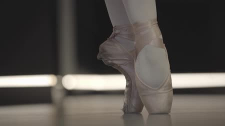 balerína : Close-up of ballerinas feet in pointes balancing on tiptoes. Professional female ballet dancer practicing. Lifestyle, art, elegance, choreography.