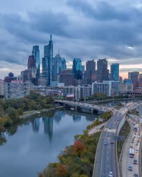 Пенсильвания : Timelapse Of The Philadelphia Skyline - Pennsylvania Usa Стоковые видеозаписи