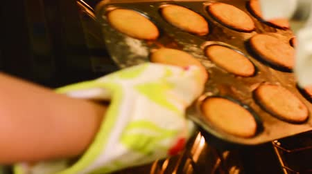 guantone : Muffins Being Removed From Oven