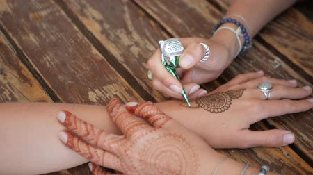 curcuma : Young Woman Making Ornament On A Hand Using Henna.