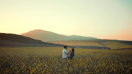 coletando : Man And Woman Meets And Kissed At A Blossom Field