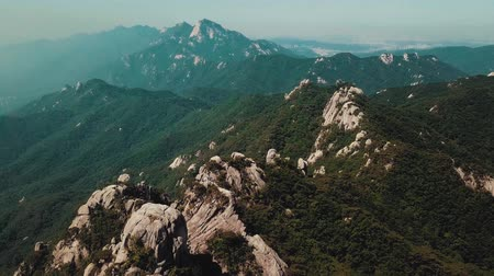 nuvem : Drone Aerial View Footage Of Mountains Peak