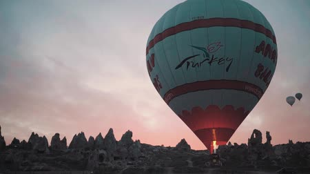 histórico : Hot Air Balloon Being Inflated At Dawn, Goreme National Park Cappadocia, Turkey