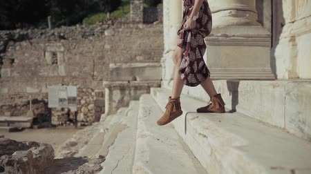 américa do norte : A Woman Walking Down The Steps From An Ancient Ruins Stock Footage