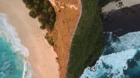sziget : Aerial View Of Sea Waves Crashing On Rocks
