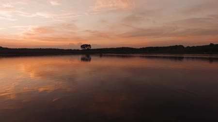 crepúsculo : Sunset Scene On The Lake With Calm Water Wave Surface Rippling And Flowing. Stock Footage