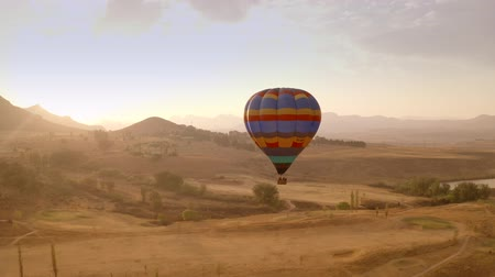 kotki : A Hot Air Balloon Flying Low. South Africa