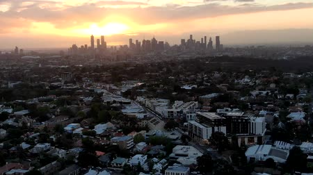 юг : Aerial View Of Melbourne Cityscape During Sunset.