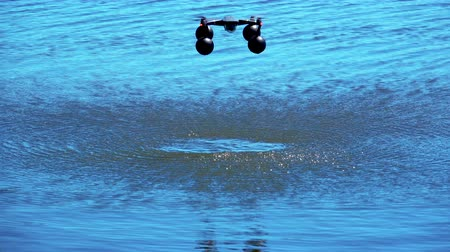 platforma : Landing of the drone quadrocopter on the water