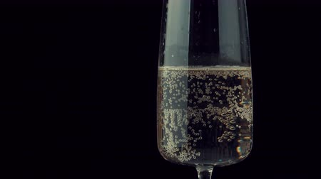kabarcıklı : bubbles of champagne in a glass rise up 4k
