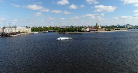 aeróbica : St. Petersburg, Russia - June 04.2017. Peter and Paul Fortress and Hare Island from Neva River