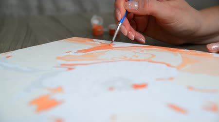 kleurplaten : Womans hand draws a painting with a brush and paints