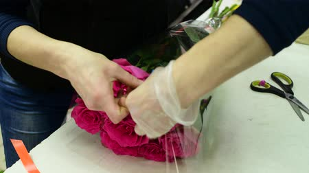 sponka : florist wrap a bouquet of roses in transparent package