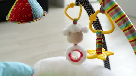 подвесной : toys for newborns hang over rug